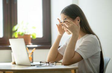 Zahmlené videnie: chvíľkové vyčerpanie alebo vážnejší problém?