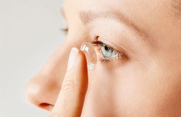 Kontaktné šošovky sú praktické. Pozor však na riziká