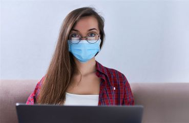 Znížiť riziko infikovania sa koronavírusom môžete aj operáciou očí. Teraz extra výhodne